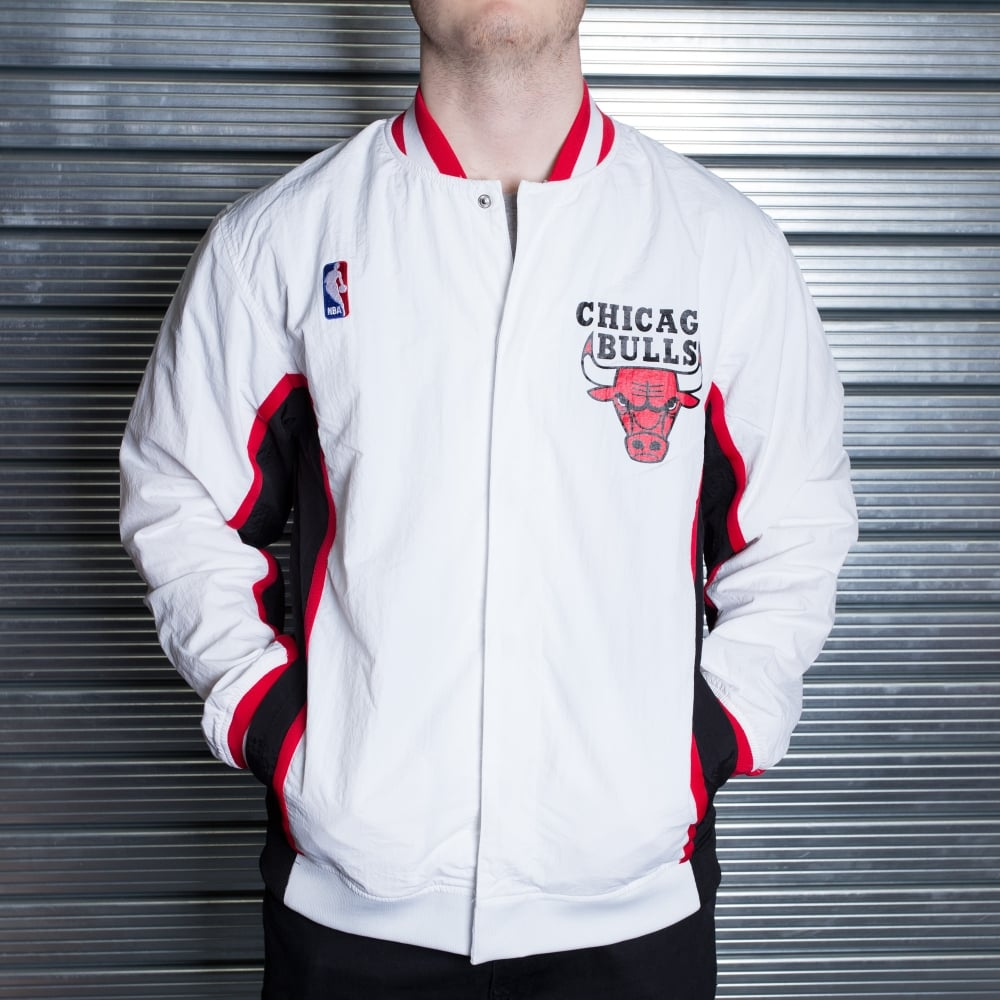 Mitchell   Ness NBA Chicago Bulls White 1992-93 Authentic Warm Up ... 205d9e8c1af2